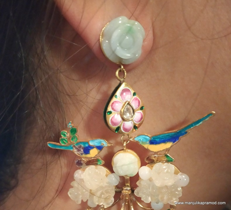 Earring with Gulaabi Meenakari work on it.