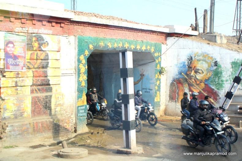 Street art walk in Varanasi