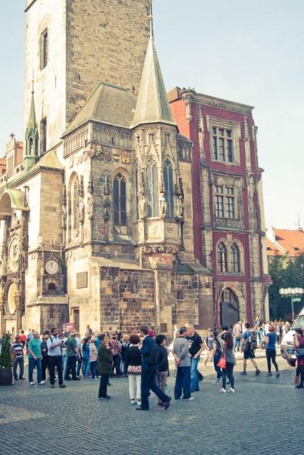 Prahan raatihuoneen seinässä oleva astronominen kello on yksi suosituimmista nähtävyyksistä.