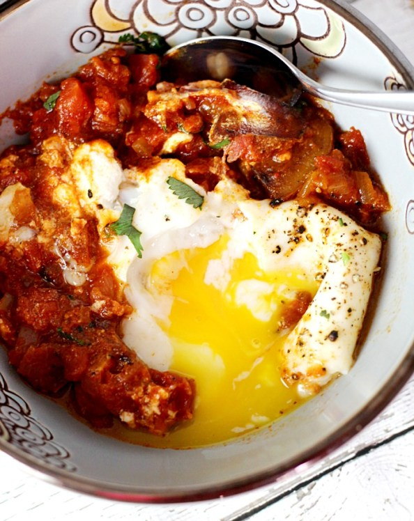 Skillet Spicy Eggs and Potatoes|www,mannaandspice.com