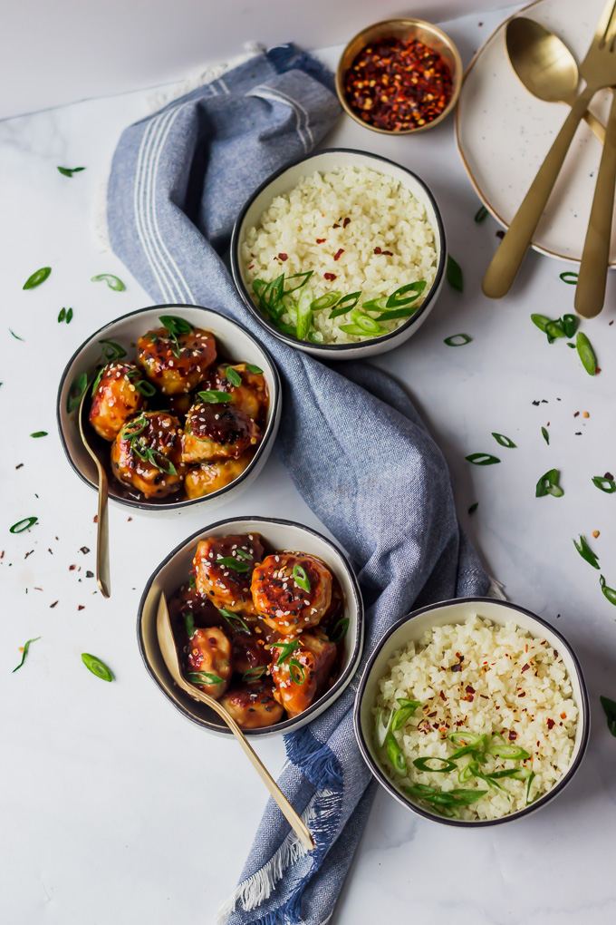 A lighter, much healthier makeover of the traditional orange chicken. Whole30/Paleo friendly|www.mannaandspice.com