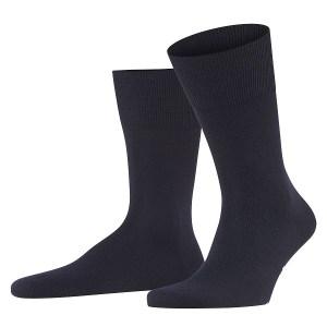 Donkerblauwe sokken van het merk Falke.