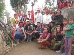 Photo avec l'ensemble des partenaires, autorités et bénévoles sur ce projet d'eau