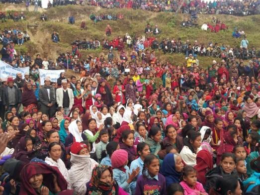 Accueil des villageois de Simjung le 13/12/2013 Meeting pour la fin des travaux d'eau et sanitaires avec l'association MANOJ et EWA