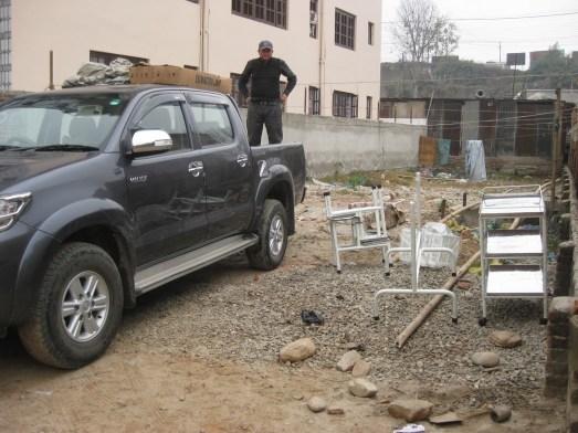 Matériel amené avec l'aide de deux véhicules 4x4