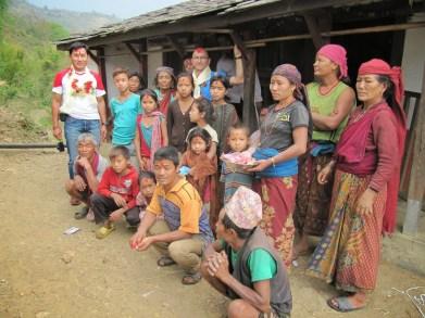 Avec les habitants du village