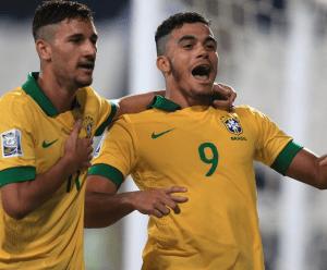 Mosquito celebra un gol junto a Boschilia (Foto: FIFA.com)