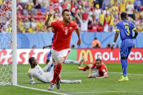 Seferovic celebra el gol que da la victoria a Suiza | Foto: Mundo Deportivo