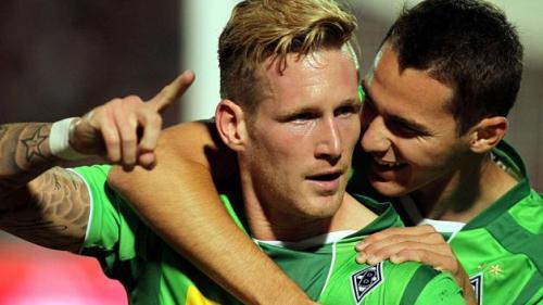 Hahn celebra un gol con su mejor socio, Branimir Hrgota | Foto: Bundesliga