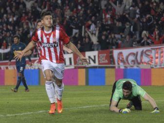 Correa festejando un gol ante Boca. (Foto: Vavel)