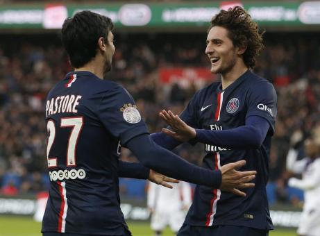 Rabiot celebra su gol junto al argentino Pastore Foto: elpais.cr
