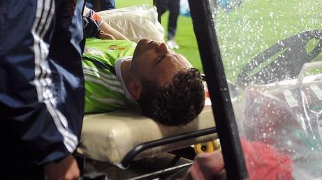 Akinfeev tras el impacto, abandonó el terreno de juego | Foto: abc.es