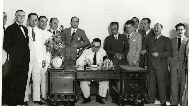 Firma del contrato de cesión entre el Ayuntamiento y el Betis