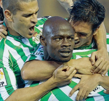 Betis-Sporting Liga 2009 Emaná, Juanito y Mark celebran el segundo gol EMD 20-04-2009