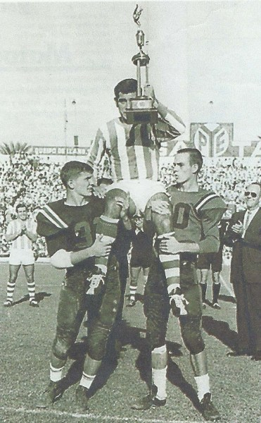 19641018trofeoamerican-football-fans-ansola