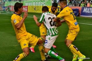 Portillo se escapa de tres contrarios (Betis-Alcorcon 14/15)