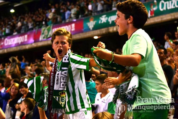 Afición festejando (Betis - Villarreal 15/16)