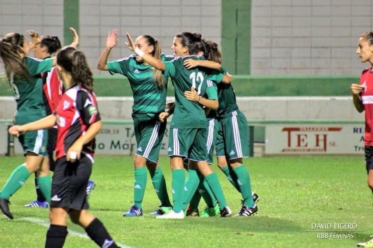 Las chicas del RBB Féminas celebrando el tanto de Paula