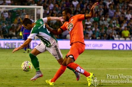 Ruben recibe una falta (Betis-Deportivo 15/16)