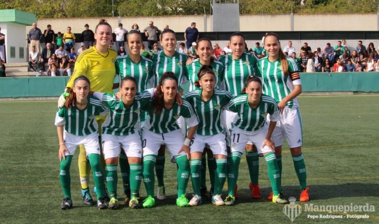 Irene —la primera por la derecha, con el brazalete de capitana— encabeza a un equipo que bate récords jornada tras jornada