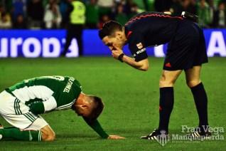 El arbitro conversando con ricky (Betis-Levante 15/16)