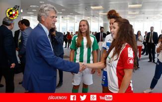Irene, ante el presidente de la Real Federación Española de Fútbol, Ángel María Villar. Foto: RFEF