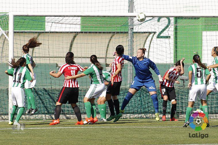Miriam, defendiendo la portería del Real Betis Féminas frente al Athletic Club. Foto: LaLiga