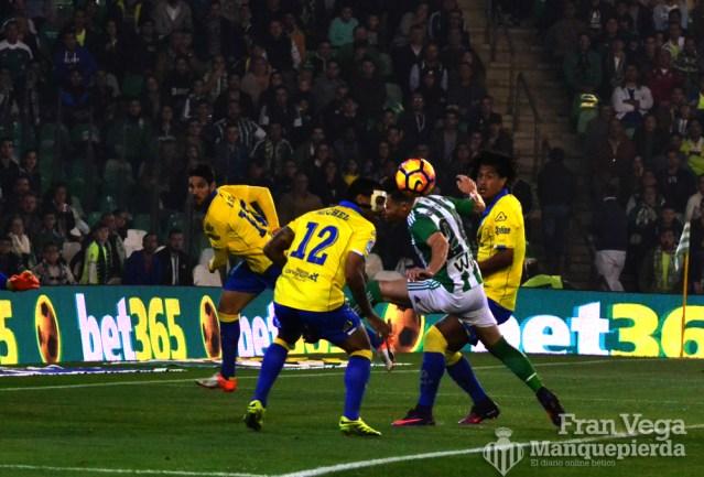 Falto poco a Ruben para llegar al esferico (Betis-Las Palmas 16/17)