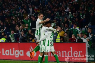 El Betis se pone 2-1(Betis-Madrid 17-18)