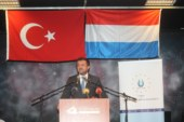 """Ekonomi Bakanı Zeybekci: """"Bu milletin hiç kimseden alacak demokrasi dersi kalmamıştır."""""""