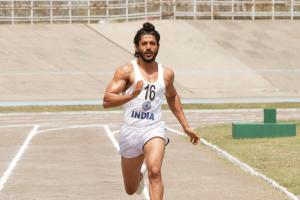 Farhan Akhtar gives his all in Bhaag Milkha Bhaag