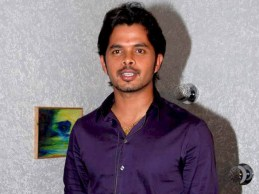 Sreesanth_on_the_sets_of_KBC_10