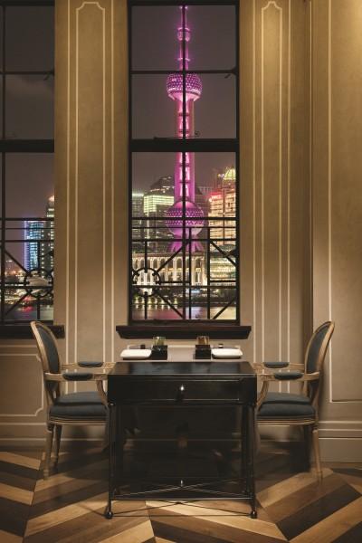 Mr&Mrs Bund Interioir - Window Table Night View-resized