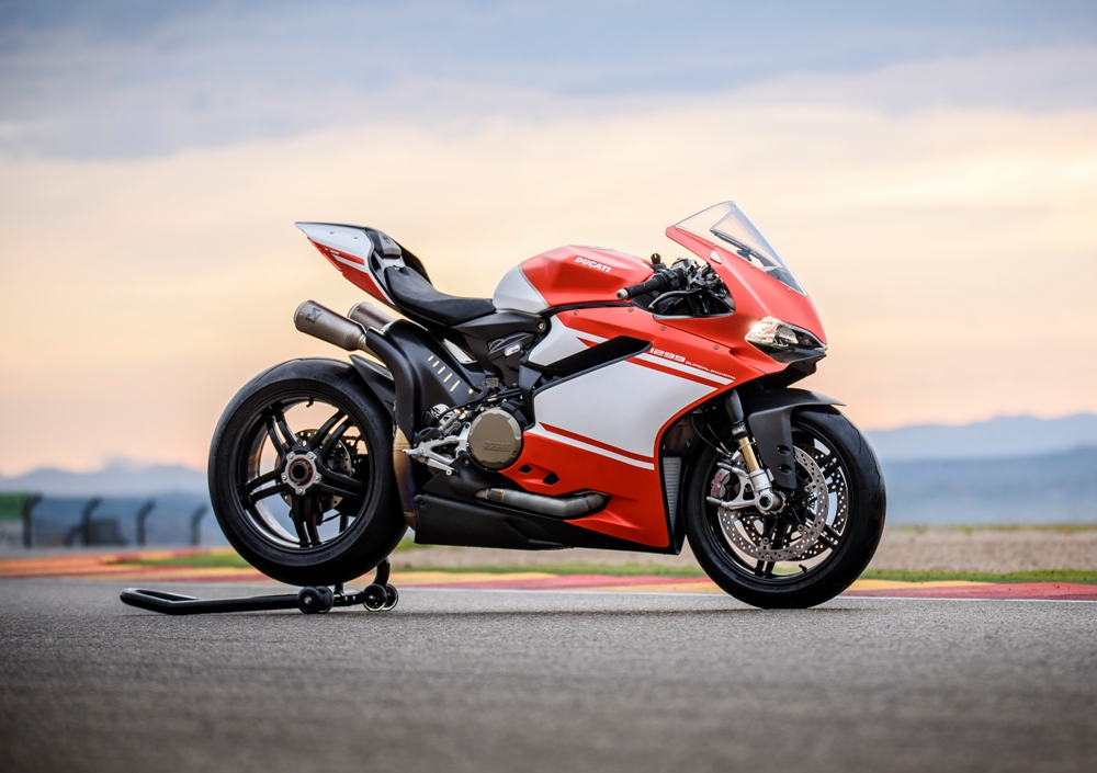 The Rs 1 12 Cr Ducati 1299 Superleggera And India S Other Most
