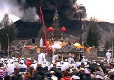 17 Upacara Adat Khas Daerah Jawa Timur dan Keterangannya