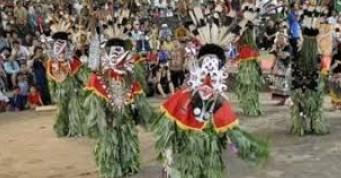 Ulasan dan gambar terkait dengan Tarian Adat Kalimantan Timur