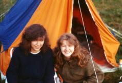 Kari Ma og Anita på telttur Mantorp