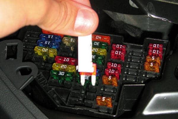 Manual Audi RS8 2011 Reparación y Servicio de sistema eléctrico, switch de elevador, fusibles, computadora automotriz, cables de bujías, relay de control, limpiadores, sistema de audio, sistema de alarma, sistema de luces, sensores