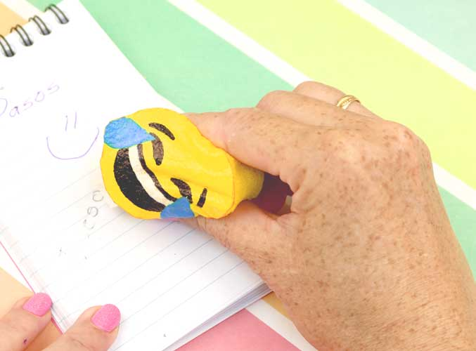 como hacer utiles escolares de emoji