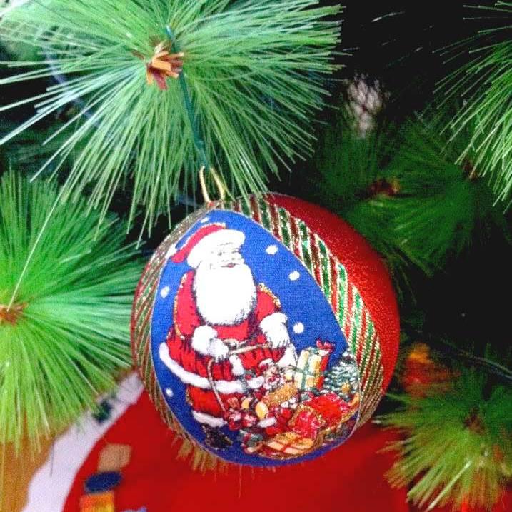 bolas decoradas en tela e icopor para arbol de navidad