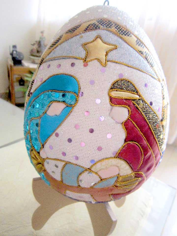 huevo decorado con pesebre