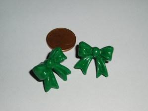 Pendientes lazo verdes de Fimo. Manualidades a Raudales.