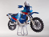 Papercraft imprimible y armable de la motocicleta Yamaha XTZ850R. Manualidades a Raudales.