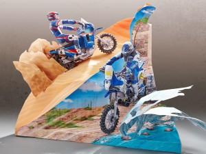 Maqueta 3D imprimible y armable de un diorama de motocros Yamaha. Manualidades a Raudales.