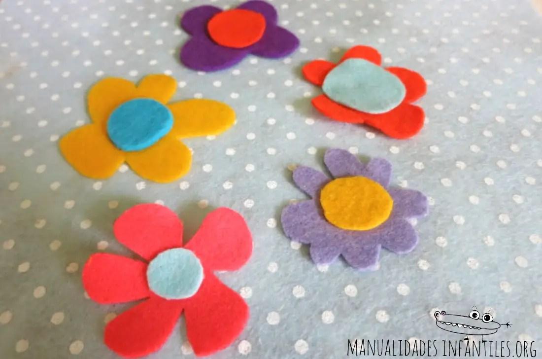 Flores de fieltro para decorar una libreta