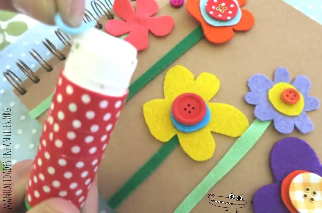 libreta decorada con flores