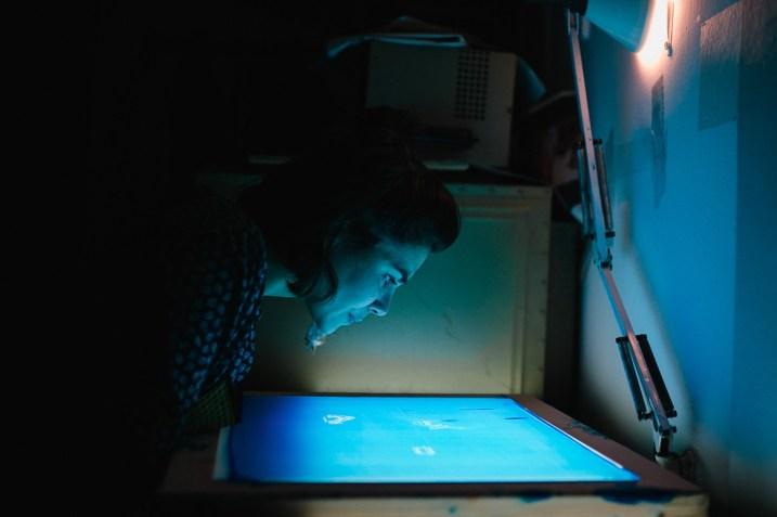 Preparazione matrice serigrafica in camera oscura