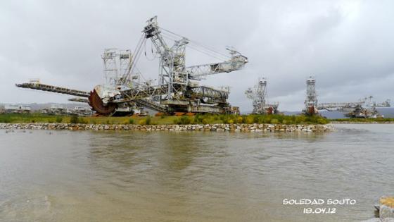 Máquinas y desagüe del lago de As Pontes (Foto Soledad Souto)