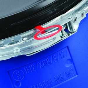 60 litre plastic open top drum, in blue, is un approved and has a aluminium ring and black plastic lid