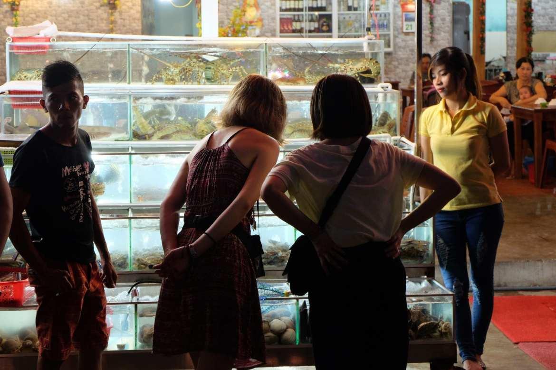 fish tanks phu quoc market